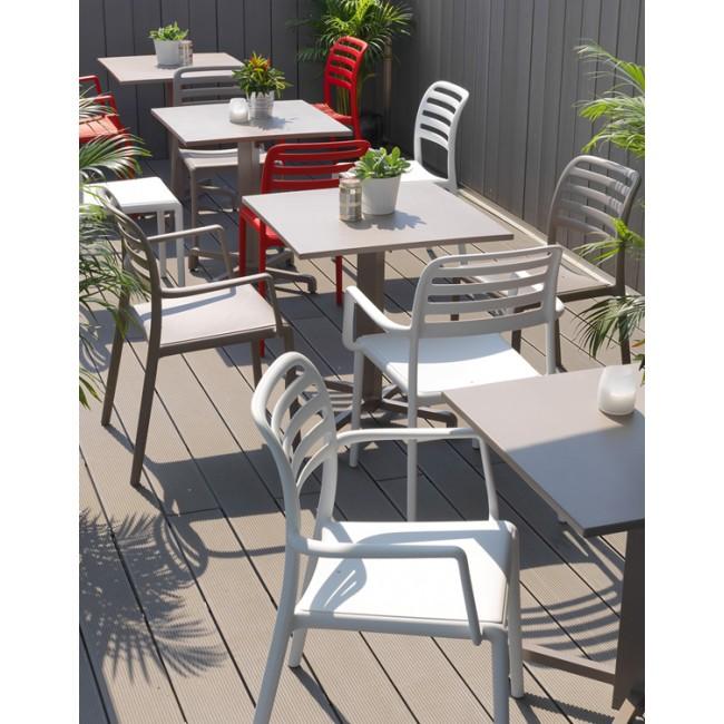 Židle Costa v restauraci