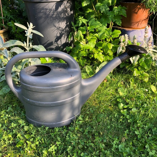 Zahradní konev 10 litrů